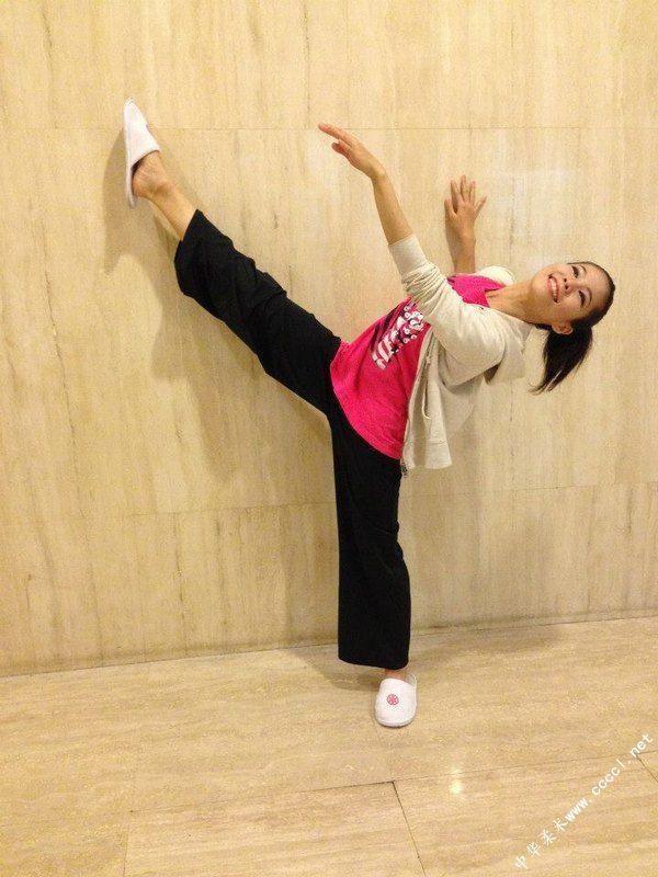 国外美女柔术软体图图片 竖